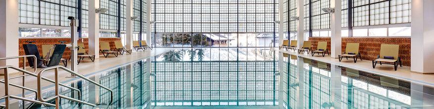 Медико-термальный спа-комплекс «АЛЬПНЕС» — это полностью модернизированный, современно оборудованный центр, располагающий всем необходимым оснащением для релаксации и оздоровления. Пациенты могут восстановить свои силы в крытом и наружном бассейнах с минеральной термальной водой, температура которой — 36 °C
